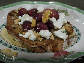 Закуска с козьим сыром, виноградом и грецкими орехами
