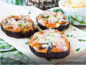 Мини-пиццы на баклажане с соусом пассата и сыром Джюгас