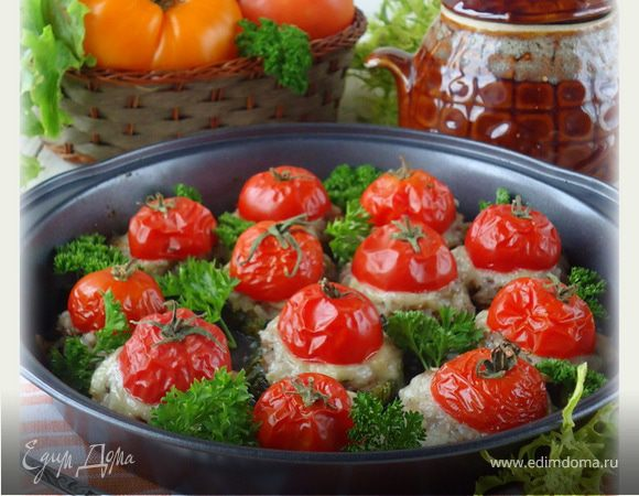 Кабачки с рыбным фаршем и помидорами