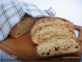 Итальянский хлеб с оливками, маслинами, вялеными помидорами и итальянскими травами