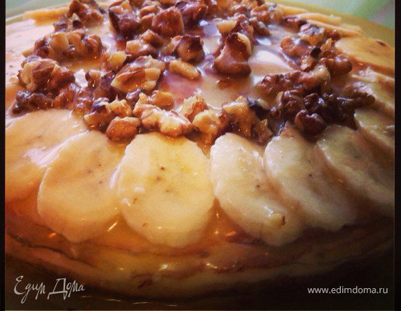 Торт на сковороде с банами и ореховой карамелью