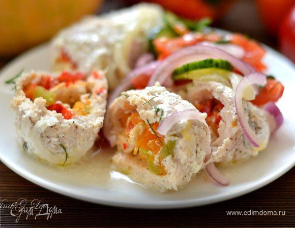 Куриные крученики, фаршированные тыквой, разноцветным перчиком и сыром