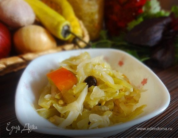 Салат из зеленых помидоров с капустой