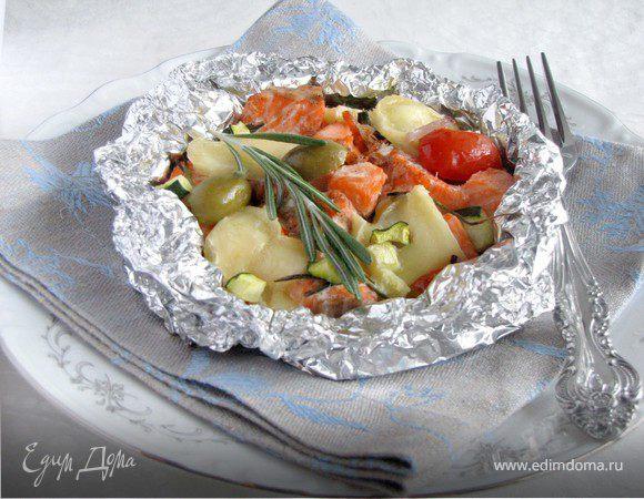 Форель, запеченная с овощами и сыром камамбер