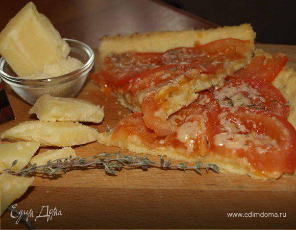 Открытый пирог с помидорами, тимьяном и сыром