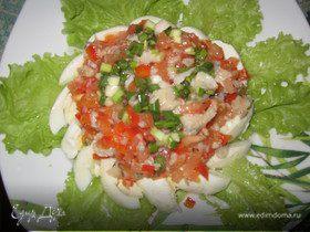 Салат из отварной рыбы и овощей