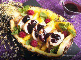 Утка под винным соусом в ананасе