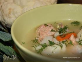 Суп с горбушей, цветной капустой и луком-пореем