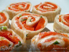 Закусочные рулеты с копченым лососем
