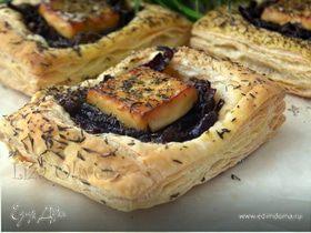 Пироги с козьим сыром и луковым мармеладом