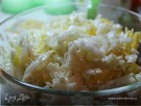 Салат из пекинской капусты с горгонзолой и болгарским перцем