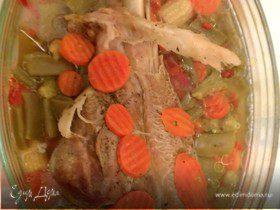 Голень индейки с овощами