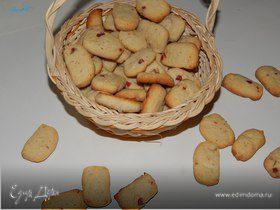 Печенье с сушеной клубникой, вишней и миндалем