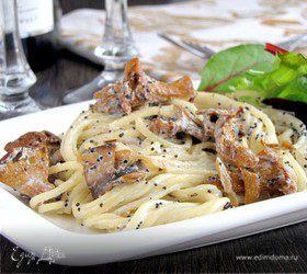Спагетти с грибами под сметанно-маковым соусом