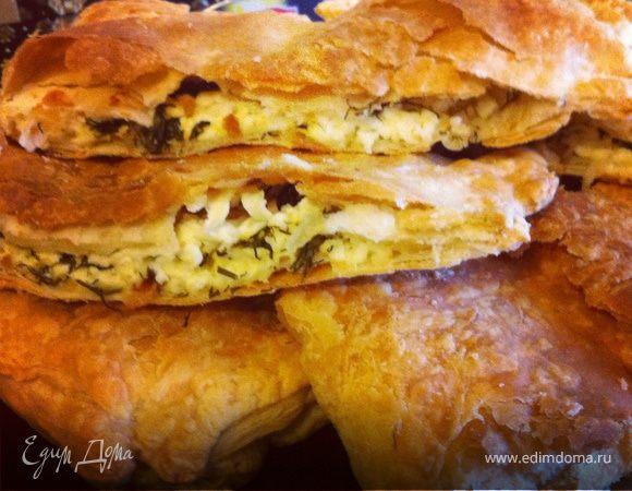 Слоеный пирог с сыром и укропом