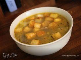 Суп с рисом и чесночными гренками