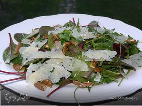 Салат с пекорино и орехами пекан