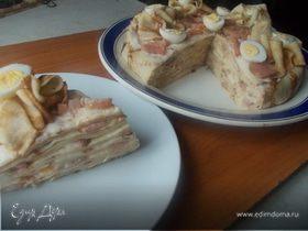 """Блинный торт с малосольной горбушей и соусом """"бешамель"""""""