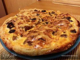 Пирог с опятами и оливками