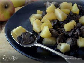 Ароматная куриная печенка с грибами и яблочным чатни