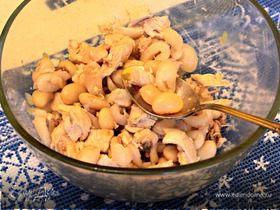 Экзотический салат с рамбутанами и курицей