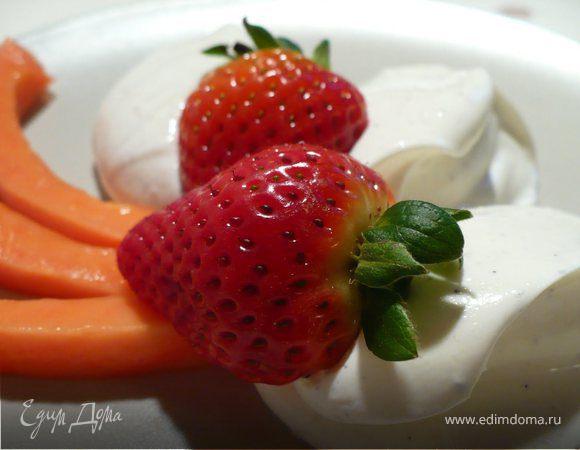 Нежный творожный крем-десерт с маскарпоне и папайей