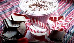Прохладный коктейль из мороженого с черникой