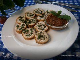 Куриный рулетик с мятой и томатно-мятным соусом
