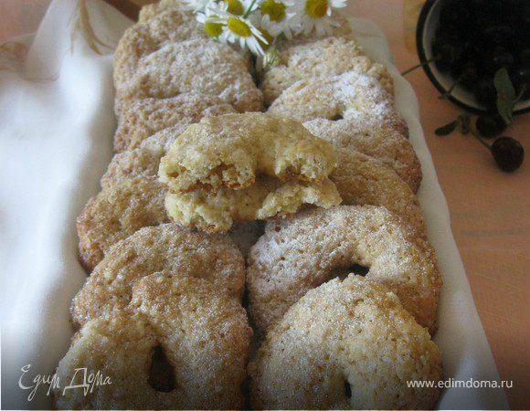 Итальянское печенье с орехами и белым вином