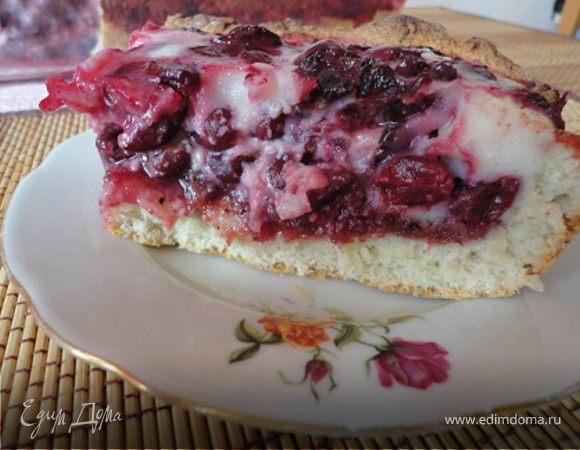 Вишневый пирог со сливочной глазурью