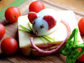 "Бутерброд на завтрак с ""мышкой"" на сыре"