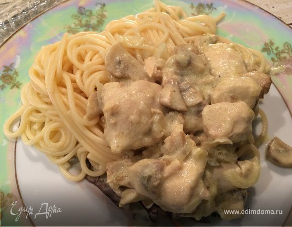 Курица с шампиньонами в сливочно-сырном соусе