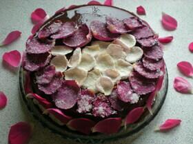 Торт ''Десертная Роза'' с засахаренными цветами