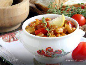 Фасоль с копчеными колбасками