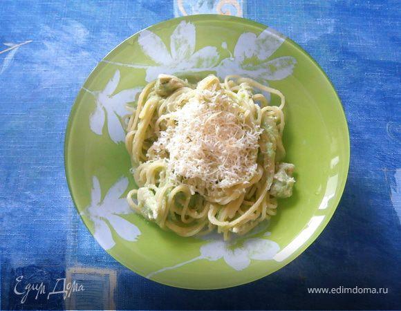 Спагетти с курицей и соусом из брокколи