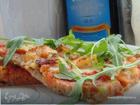Пицца на гречневой муке с острыми креветками и руколой