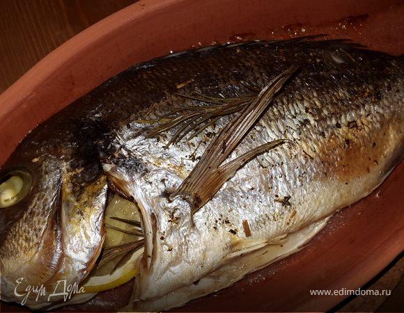 Морской лещ, запеченный с розмарином, лимоном и имбирем