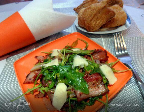 Теплый салат с руколой