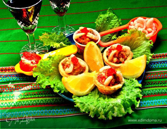 Корзиночки с авокадо, креветками и икрой