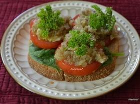Бутерброд с томатами и анчоусной заправкой