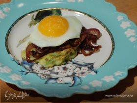 Оладушки из цукини с яйцами и карамелизированным луком