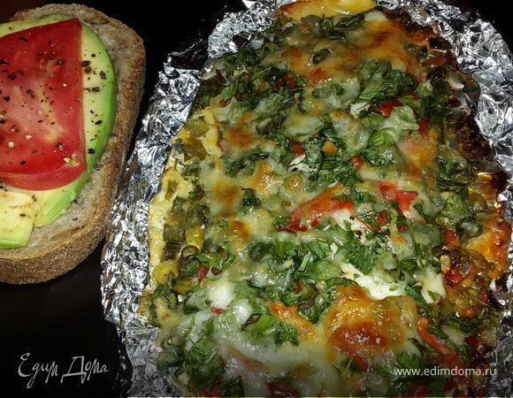 Филе лаврака, запеченное с зеленью и сыром