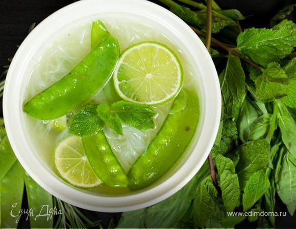 Зеленый суп с базиликом и мятой
