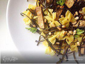 Фарфалле с морской капустой и сыром тофу