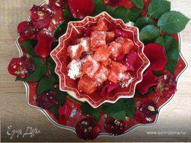 Клубничный лукум и медовые лепестки роз