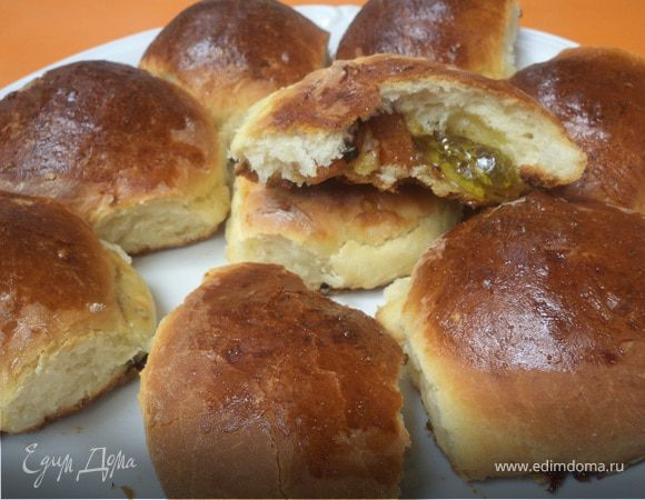 Пирог из дрожжевого теста с начинкой из мармелада и сухофруктов
