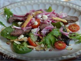 Стейк салат с маринованным луком