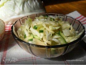 Салат из молодой капусты и огурца