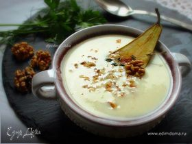 Сырный суп с грушей и грецкими орехами