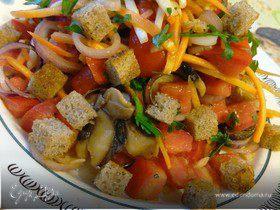 Салат из сезонных овощей с сухариками